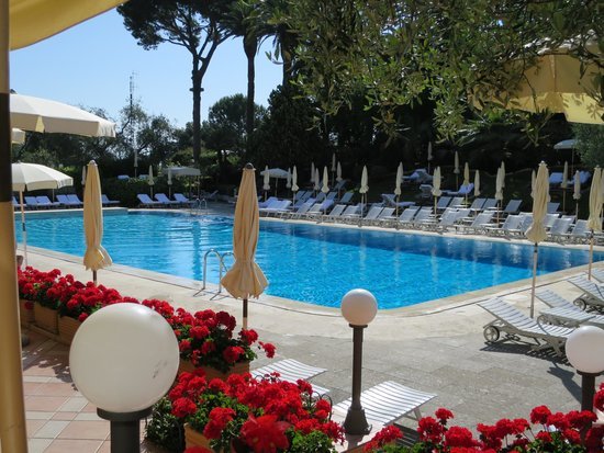 Rome Cavalieri, Waldorf Astoria Hotels & Resorts: pool