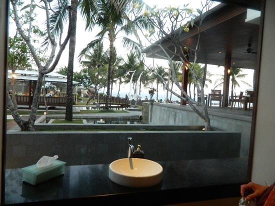 The Samaya Bali Seminyak: outdoor bathroom next to restaurant