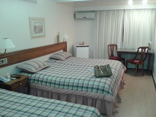 Quarto enorme cama de casal + solteiro Foto de Premium  ~ Quarto Solteiro Hotel