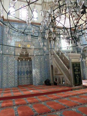 Interior de la mezquita de Rüstem Paşa