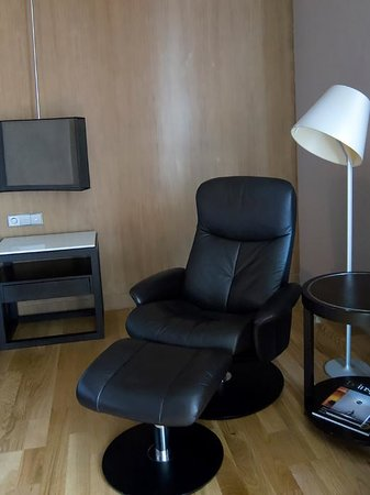 Maduzi Hotel: ergonomic recliner chair