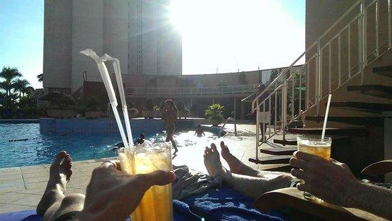Kampala Sheraton Hotel: Cockatils by the pool