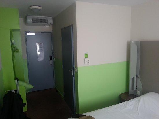 Campanile Roissy: Room view-1