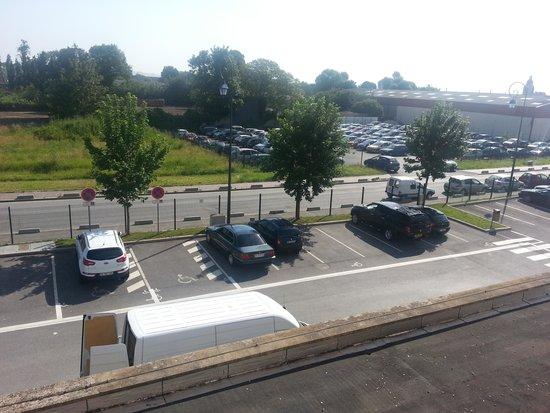 Campanile Roissy: Street view