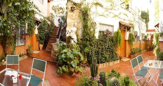 Apartamentos Turisticos Embrujo de Azahar: Patio cordobés