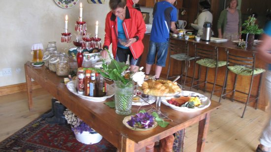 Acorn Guest House: Breakfast time for African Bikers Tours