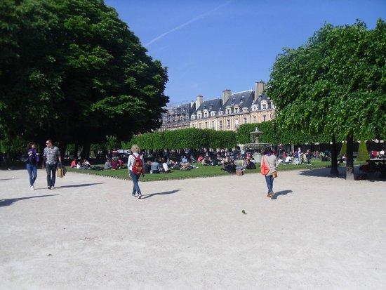 Place des Vosges: Great square