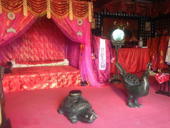 Water Margin and the Three Kingdoms Scenic: Emperor's Bed Chamber