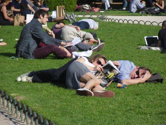 Place des Vosges: Sunny day