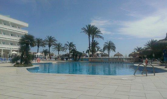 Hotel Condesa de la Bahia: vue piscine