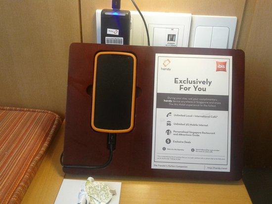 Ibis Singapore on Bencoolen: Smartphone in the room