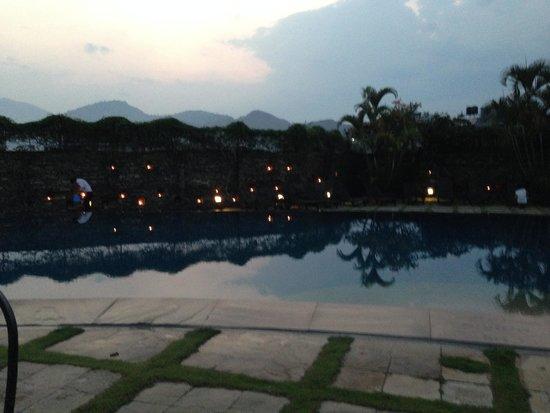 Shangri-La Village Pokhara: Swimming Pool