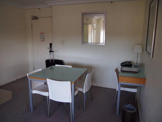 Park Regis North Quay Hotel: Dining area