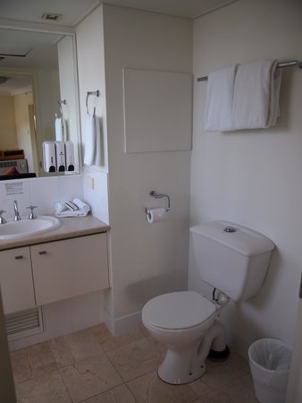 Park Regis North Quay Hotel: Bathroom #1