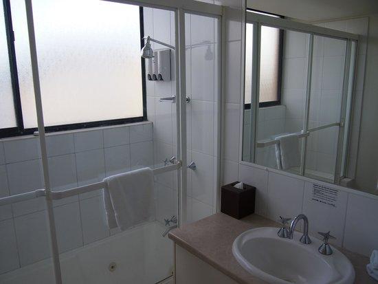 Park Regis North Quay Hotel: Bathroom #2