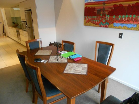 Sullivans Cove Apartments: Dining Area