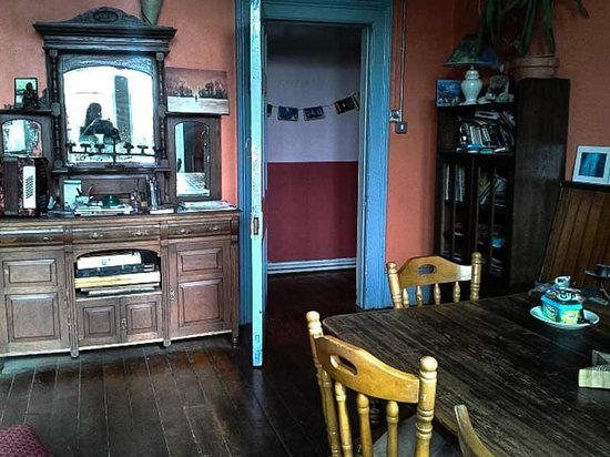 Old Monastery Hostel: Living room