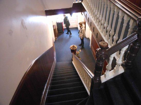 Hotel Manoir des Remparts: acces aux chambres