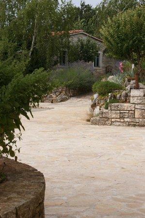 La Casa di Matiki: Weg zum Pool