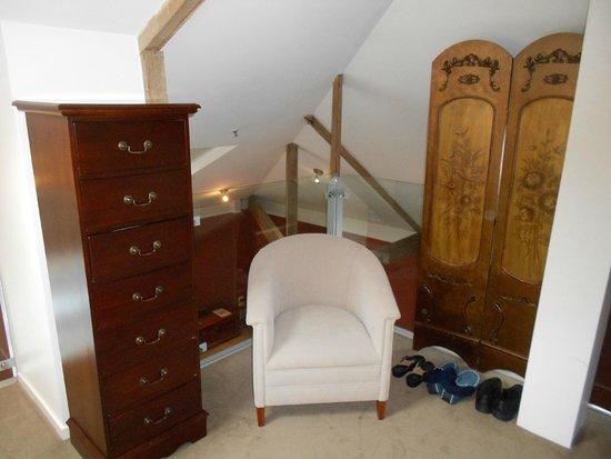 Sullivans Cove Apartments: Bed room furniture