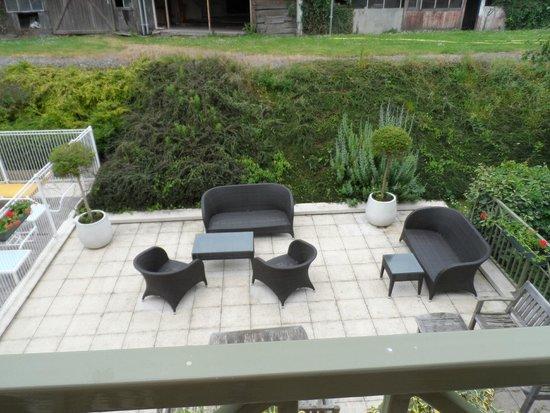 La Closerie Honfleur : Outside seating area