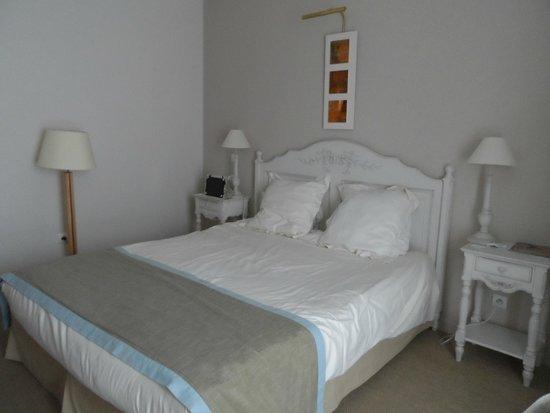 La Closerie Honfleur: Very comfy bed