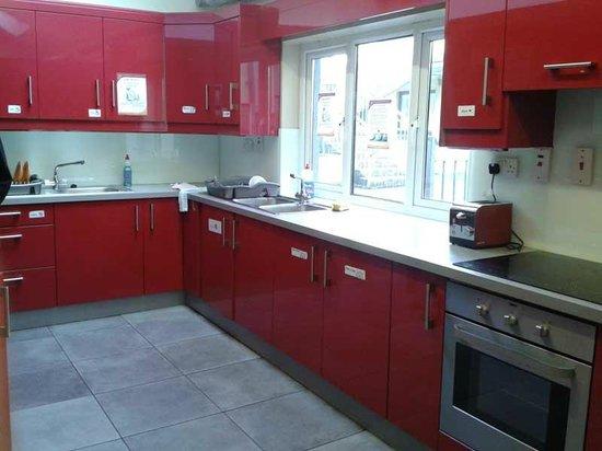 Sleepzone Hostel Galway : Kitchen