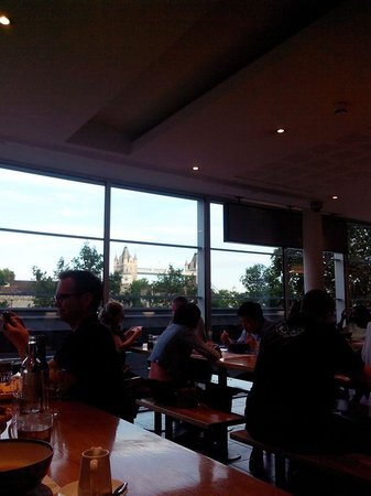 Wagamama - Tower Hill : View of the Tower bridge