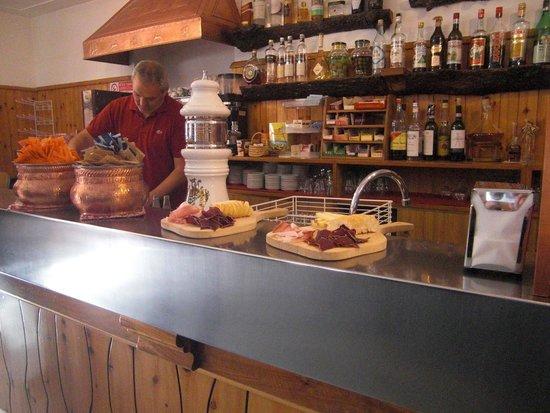Albergo Bar Ristorante Bucaneve: Marco der Inhaber