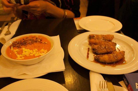 Bodegas Mezquita Céspedes: salmorejo e melanzane fritte