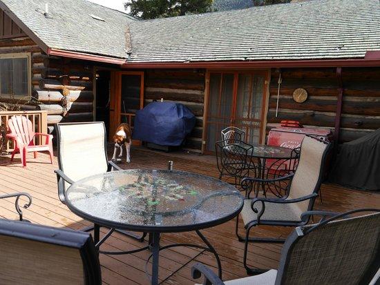 Chipita Lodge Bed and Breakfast: Rear Veranda