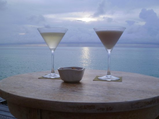 LUX* South Ari Atoll: Cocktails pre dinner