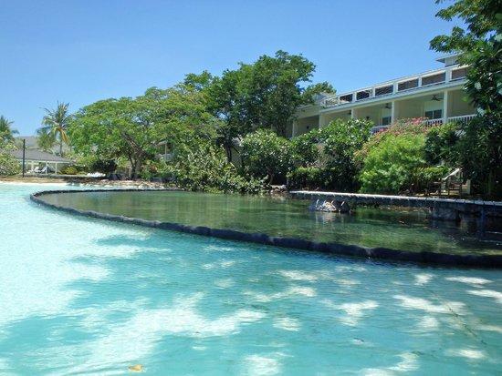 Plantation Bay Resort And Spa : プール沿いの部屋