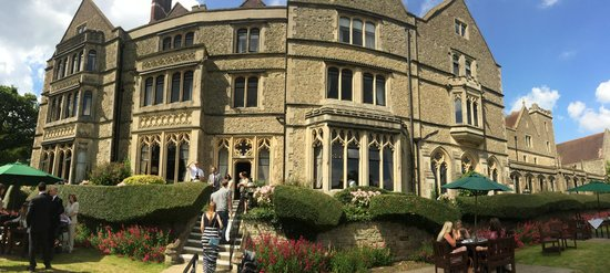 Nutfield Priory Hotel & Spa: Panoramic view from the garden terrace.