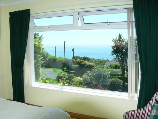 Claddagh Bed and Breakfast: Bedroom 1 - The View