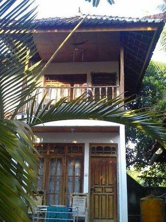 Mimpi Manis Homestay: The House - nice balcony