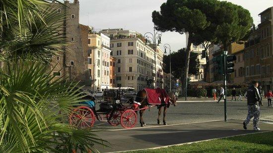 2 Passi al Colosseo B&B : Palazzo B&B dai Fori Imperiali