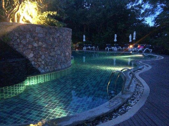 Centara Villas Samui : Middle pool