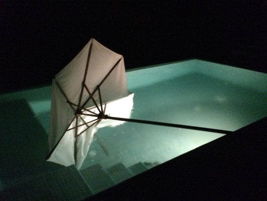 Centara Villas Samui: Umberella fell in the pool during the wind more than once