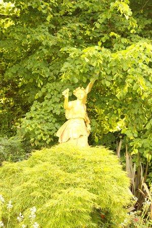 Osborne House: Sculptures in the garden