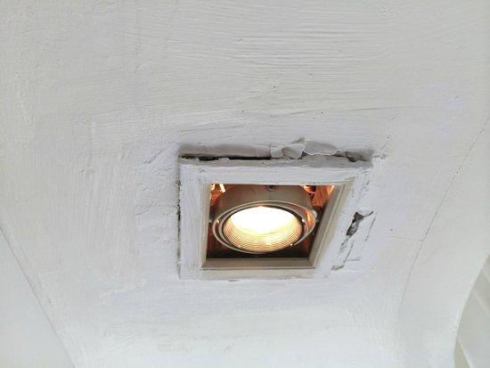 Centara Villas Samui : light in the bathroom