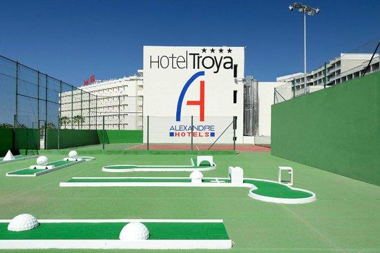 Hotel Troya : Área de deportes