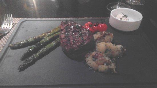 Munich Marriott Hotel: A succulent Steak with Asparagas