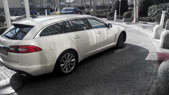 Munich Marriott Hotel: Even Jaguar Taxis wow