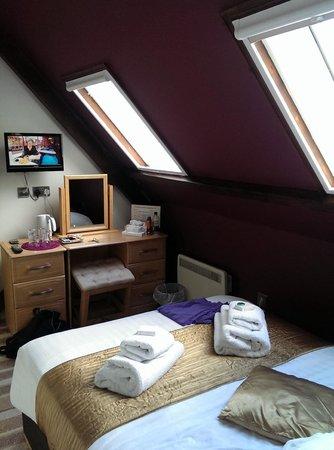 High Tor Hotel: Room