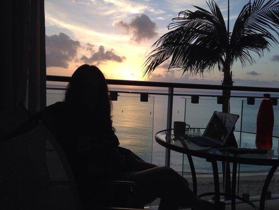Fairmont Royal Pavilion: Sunset in room balcony