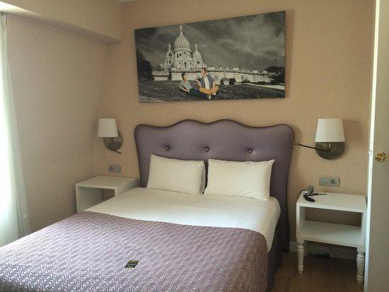 Hotel Exe Paris Centre: Habitación pequeño pero correcta.
