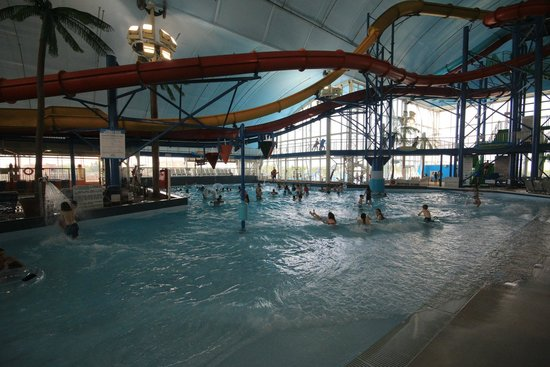 Fallsview Indoor Waterpark: Wave Pool