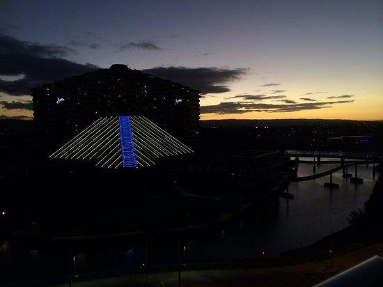 Meriton Suites Broadbeach: View of Jupiter Casino at sunset.