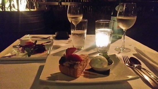Watergate Restaurant & Lounge Bar : Vanilla panacotta with raspberry jelly & almond tort with vanilla ice cream